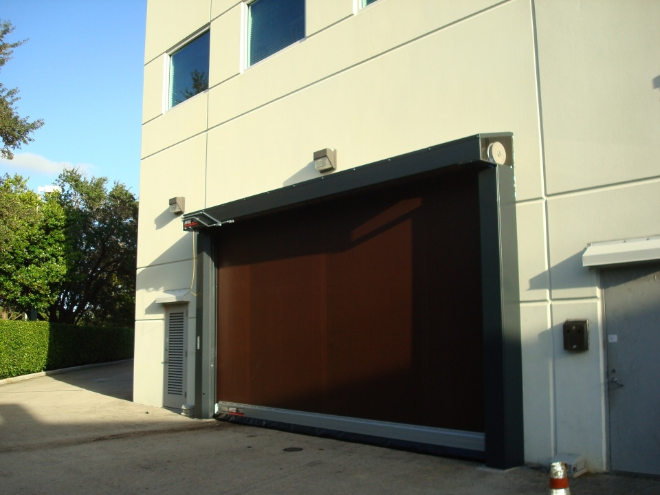 The Door that Revolutionized the Industry & Roll Up Fabric Doors | Rytec Fast Seal | High Speed Roll Up Door ...